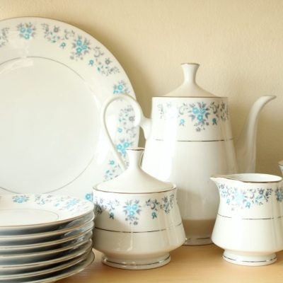 Lynns Helen Blue Floral Fine China Set | 33 Pieces