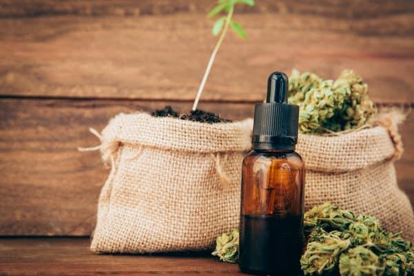 selecting medical marijuana+cannabis-tincture