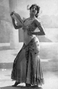 1906: The infamous Dutch spy Mata Hari, real name Margarete Geertruida Zelle (1876 - 1917) who was born in Leeuwarden and became a dancer in France is performing the Dance of the Seven Veils. (Photo by Walery/Hulton Archive/Getty Images)