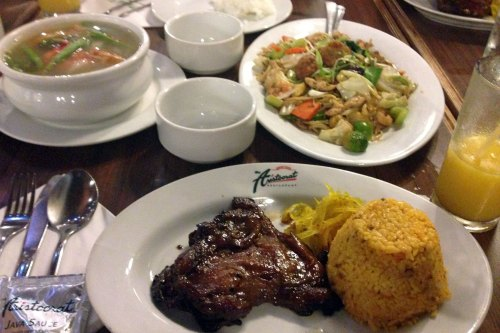 Meet Aristocrat Restaurant, Manila.
