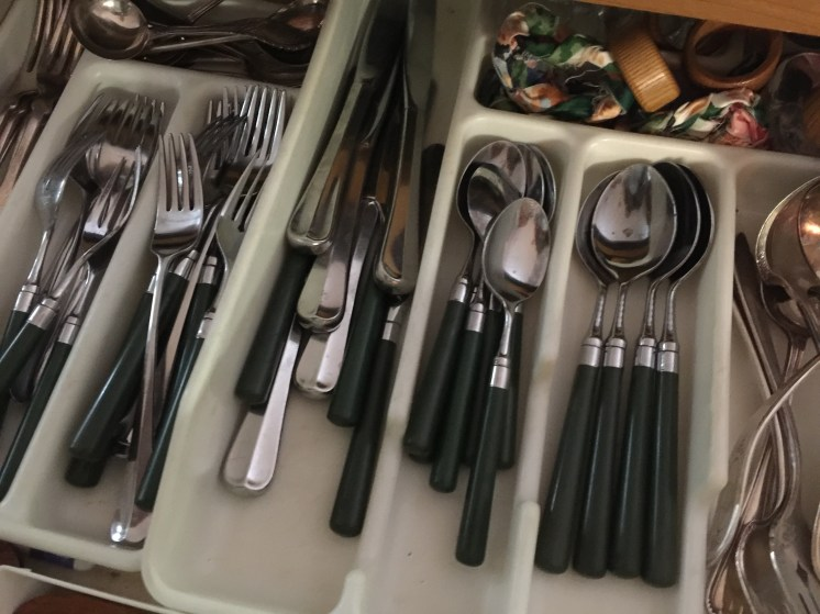 Integrated cutlery.