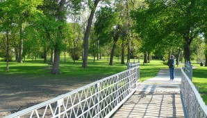Footbridge over the river to the park in Felicity