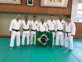Professores brasileiros de judô embarcam para curso no Japão