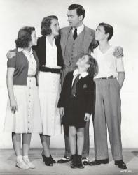 July-8,-1938-Cast-Photo-4