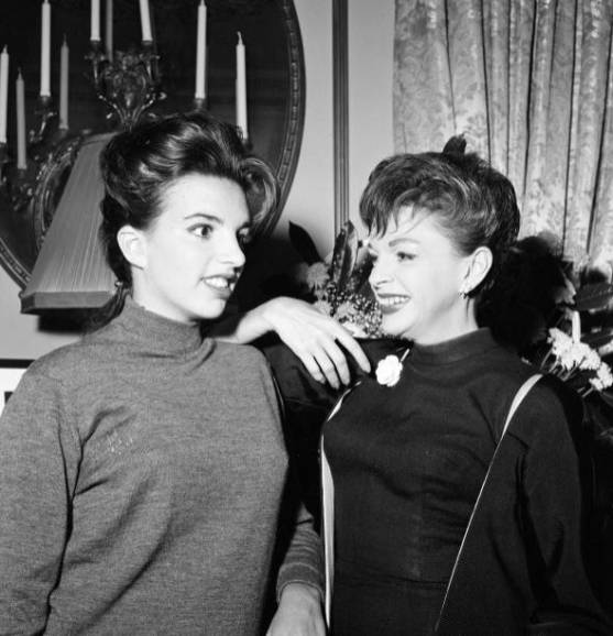Liza Minnelli, 18, is pictured with her mother Judy Garland, 42. Liza has flown to London to talk about her big chance - a British television show they are to star in together. 11th September 1964. (Photo by Staff/Mirrorpix/Getty Images)