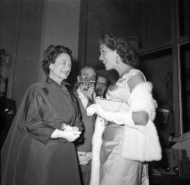 September-26,-1956-Duchess-of-Windsor-&-Reporter-2