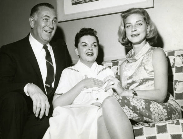 1958-Vegas-Photographer-Jack-Entratter-Bacall-at-the-Sands-Hotel