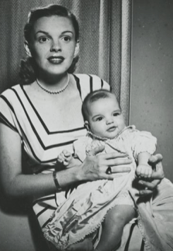Judy-Garland-and-baby-Liza-Minnelli
