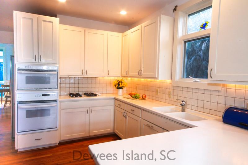 371 Pelican Flight kitchen
