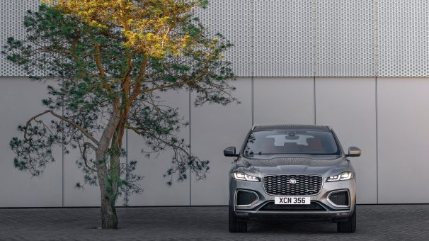 Jag_F-PACE_21MY_25_Location_Static_09_Front_150920