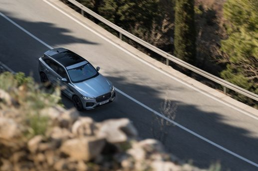 Jag_F-PACE_21MY_Location_Driving_150920_HR_DSC01073-2