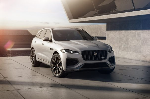 Jag_F-PACE_21MY_Studio_Exterior_Front_3qtr_RedInt_150920
