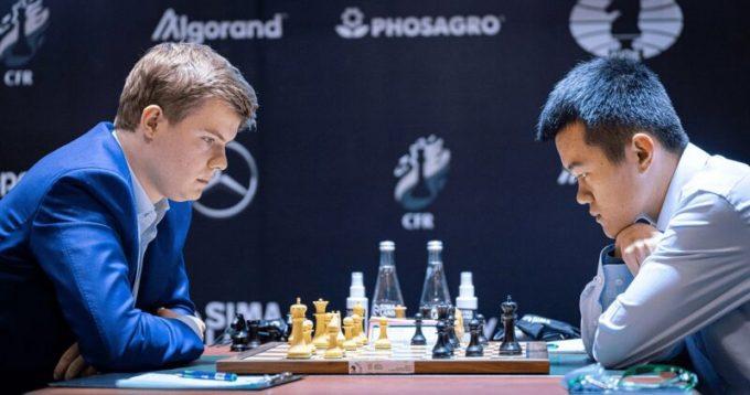 Alekseenko - Ding. Foto Lennart Ootes FIDE