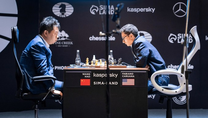 Wang Hao - Caruana. Foto Lennart Ootes FIDE.