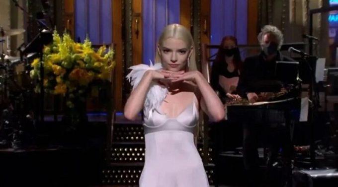 Saturday Night Live - Anya Taylor-Joy se burla de la locura del ajedrez provocada por The Queen's Gambit