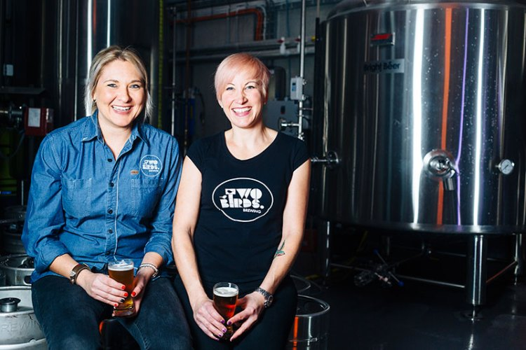 Danielle-Allen-&-Jayne-Lewis-with-their-Sunset-Ale-brew