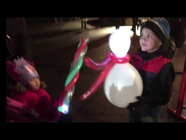 LED Balloon Modelling & Juggling for Fairford's Christmas Market, Gloucestershire