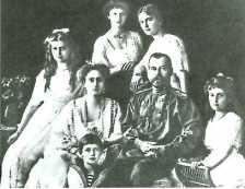 ニコライ二世の家族。ロシア革命の中で殺害された。「図説日本史通覧」P229