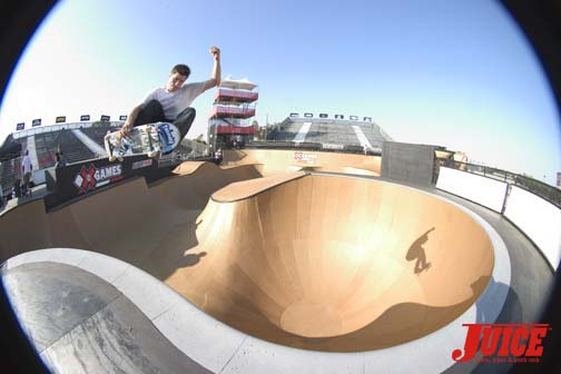 Rune fside over the pool coping hip
