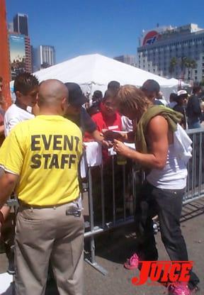 Muska Signs: Photo: Dan Levy