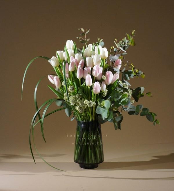 01112-30 stems Tulip bouquet in vase