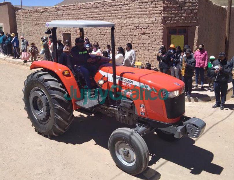 Tractor y carro moto para el Comisionado Municipal de Coranzuli 1