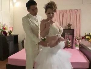【風間ゆみ】ウェディングドレスで初夜性交!豊満な肉体で悩殺する痴女妻