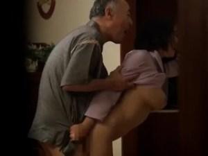 母のセックスを覗いてしまった息子!絶対見たくなかった超いやらしい大人の交尾