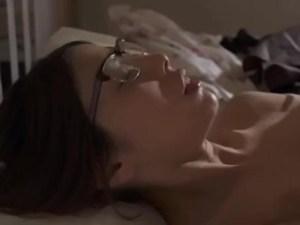 #地味メガネ主婦 #豹変 コンビニ店長に犯され、メガネをズラシながら抵抗…結局ハメられ快楽堕ちでスケベ妻に変貌!
