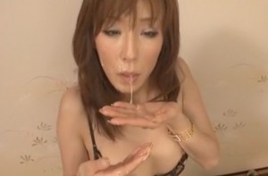 <澤村レイコ>貞淑妻のぶっかけフェラ!人里離れた温泉宿へ不倫旅行、浮気チ●ポを頬張って、精子べったり顔面飛散!