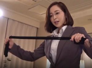 【篠田ゆう】めがね女上司が逆NTR!愛妻家の部下を寝取って、性奴隷にするドS痴女部長!