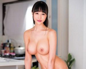 【宝生リリー】超グラマラスなおっぱい出しっぱなしの裸の主婦!性欲絶倫で週4ペースでセックスをやりまくり…