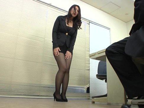ミニスカスーツ姿で接待させられる長身熟女OL!肉付きの良い下半身と黒パンストの相性が抜群なjyukujo無料モザナシ