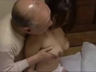 絶倫義父と家庭内不倫してる40代の熟年女ひとずまのおばさんの動画