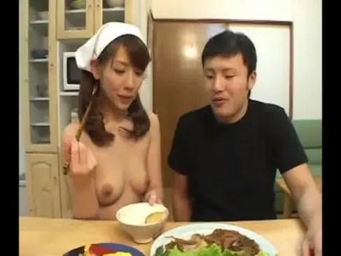 全裸家政婦に変身した結城みさのおばさん投稿!掃除や料理をしてから性欲処理までしちゃうjyukujo動画画像無料