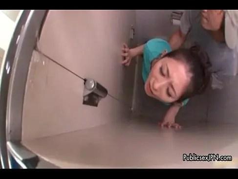 公衆トイレでおまんこを嵌められて抵抗できず喘いでしまう四十路熟女のじュクじょ kiss