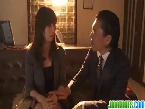 旦那の上司に迫られて快感に負けておまんこする四十路熟女妻の日活 無料yu-tyubu