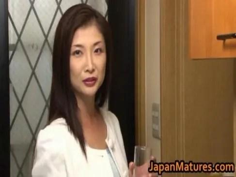 妖艶な美貌で夫の部下を誘惑する五十路熟女妻の日活 無料yu-tyubu