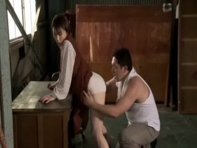 夫の部下を誘惑してセックスする四十路美熟女妻