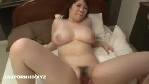 豊満な爆乳の可愛い義母が義理の息子におまんこを突かれ激しく悶え昇天していく母子相姦動画