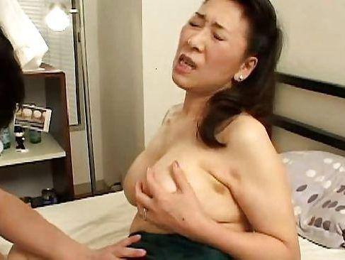 性欲が強すぎる五十路熟女のおばさんが若い男を毎晩誘惑するzyukuzyob