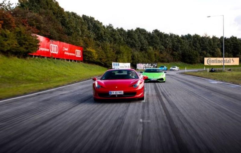 Lamborghini VS Ferrari oplevelsesgave, Ferrari oplevelsesgave, oplevelsesgaver til mænd, oplevelsesgaver tæt på Århus, Århus oplevelser.