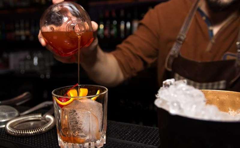 cocktailkursus, oplevelsesgaver til ham, lær at blive bartender, bartender kursus, oplevelsesgaver til unge, oplevelses gaver til far,
