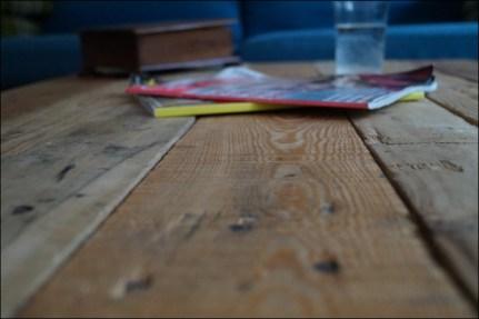 Couchtisch, Couchtisch Palette Anleitung, Der Ikea-Lack, DIY Palettentisch, Kombischleifer, Paletten, Paletten-Couchtisch, Palettenmöbel, Palettentisch, Schleifgerät, Couchtisch aus Paletten selber machen, Couchtisch aus Paletten DIY