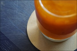 Marillenmarmelade selber machen, DIY Marillenmarmelade, DIY-Geschenkidee, Rezept Marillenmarmelade, Dymo-Prägegerät, Wachauer Marillen, Gut ist besser als perfekt, Wiener Zucker, Diy, Einmachglas, Gastgeschenk, Gastgeschenke, Geschenkanhänger, Marmelade Selbermachen, Marmeladen Einkochen, Marmeladeglas, Marmelade Etiketten, Marmeladedeckchen