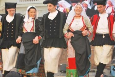 Dancing in Piazza Italia