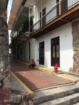 Jules gets away from the heat in a quiet alley in 'Casco Viejo'