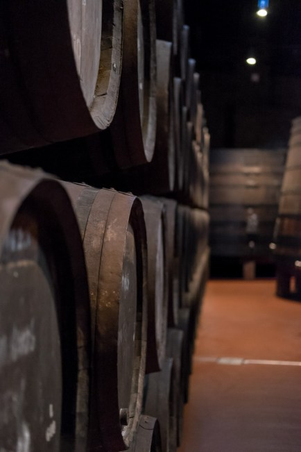 Port wine cellars, Vila Nova de Gaia (35mm, f2, 1/20s, ISO 6400)