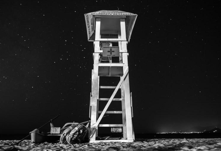 Lifeguard tower at Agios Prokopios beach, Naxos (16mm, 20s, f1.8, ISO 250)