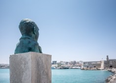 Heraklion's old Venetian harbour (16mm, 1/14000s, f1.4, ISO 200)